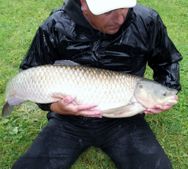 garry_39.9_lb_grass_carp)